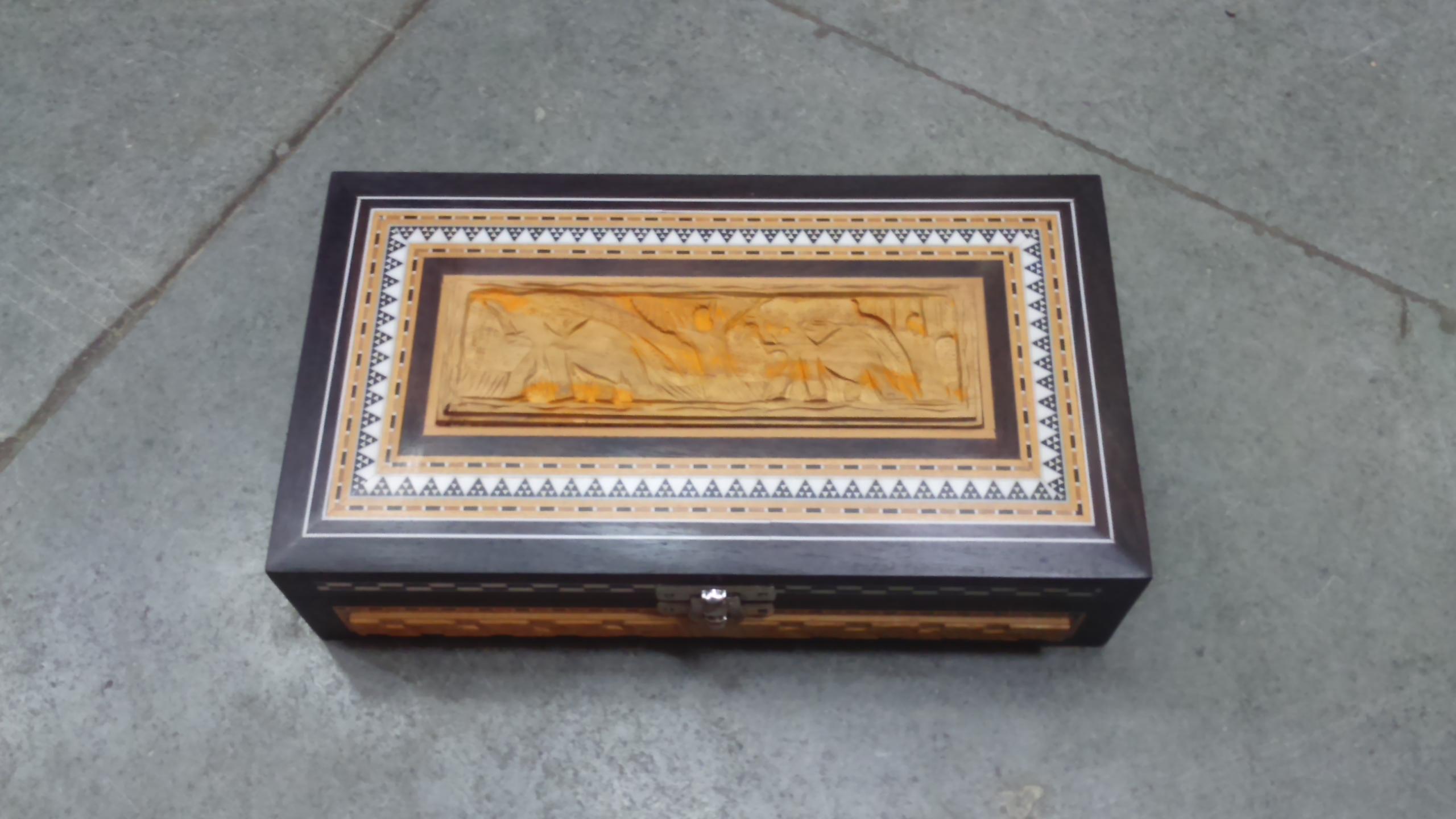"Sandalwood & inlaid box - 9""x5""x2"" size"