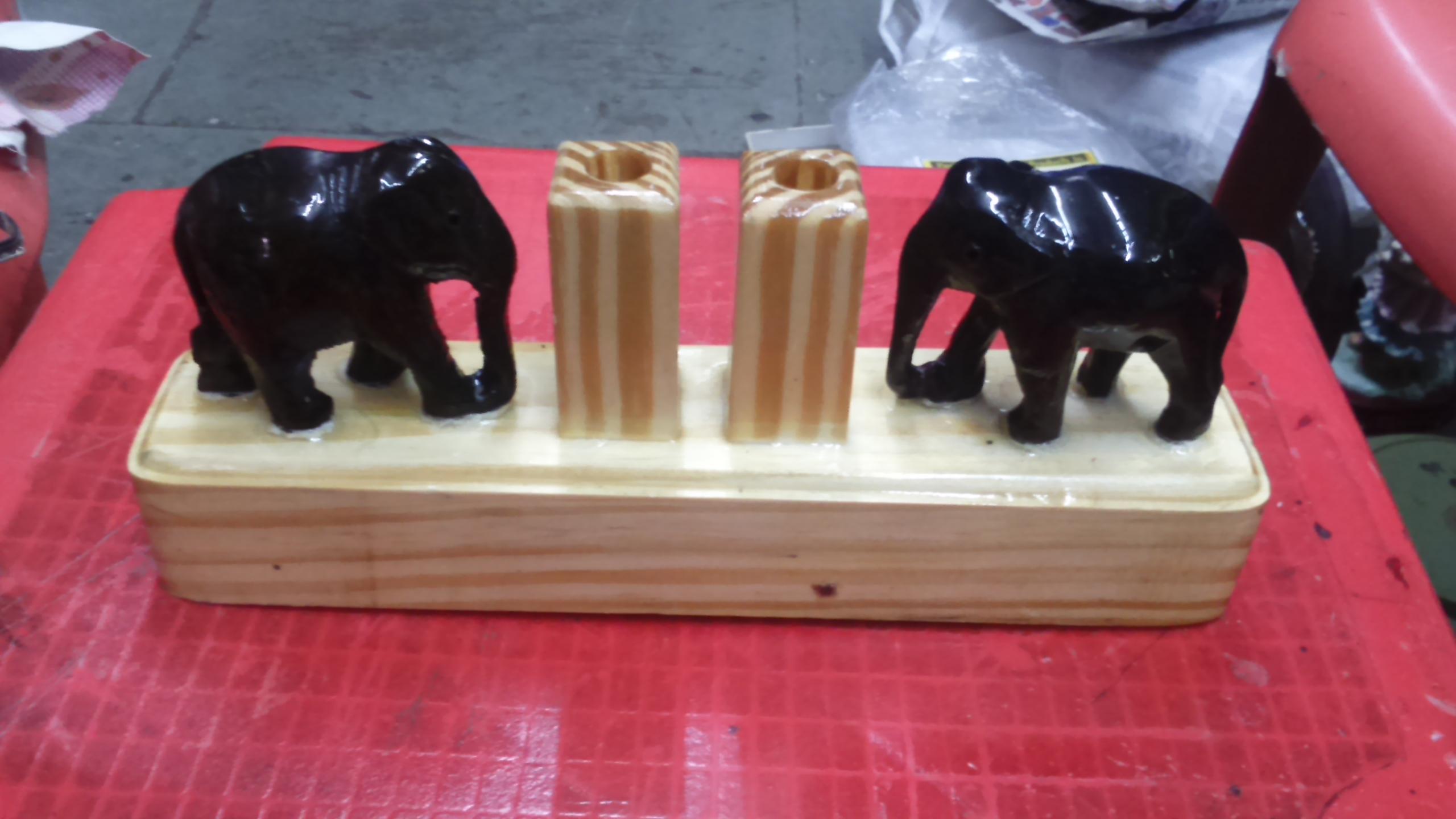 Rosewood 2 Elephants Penstand