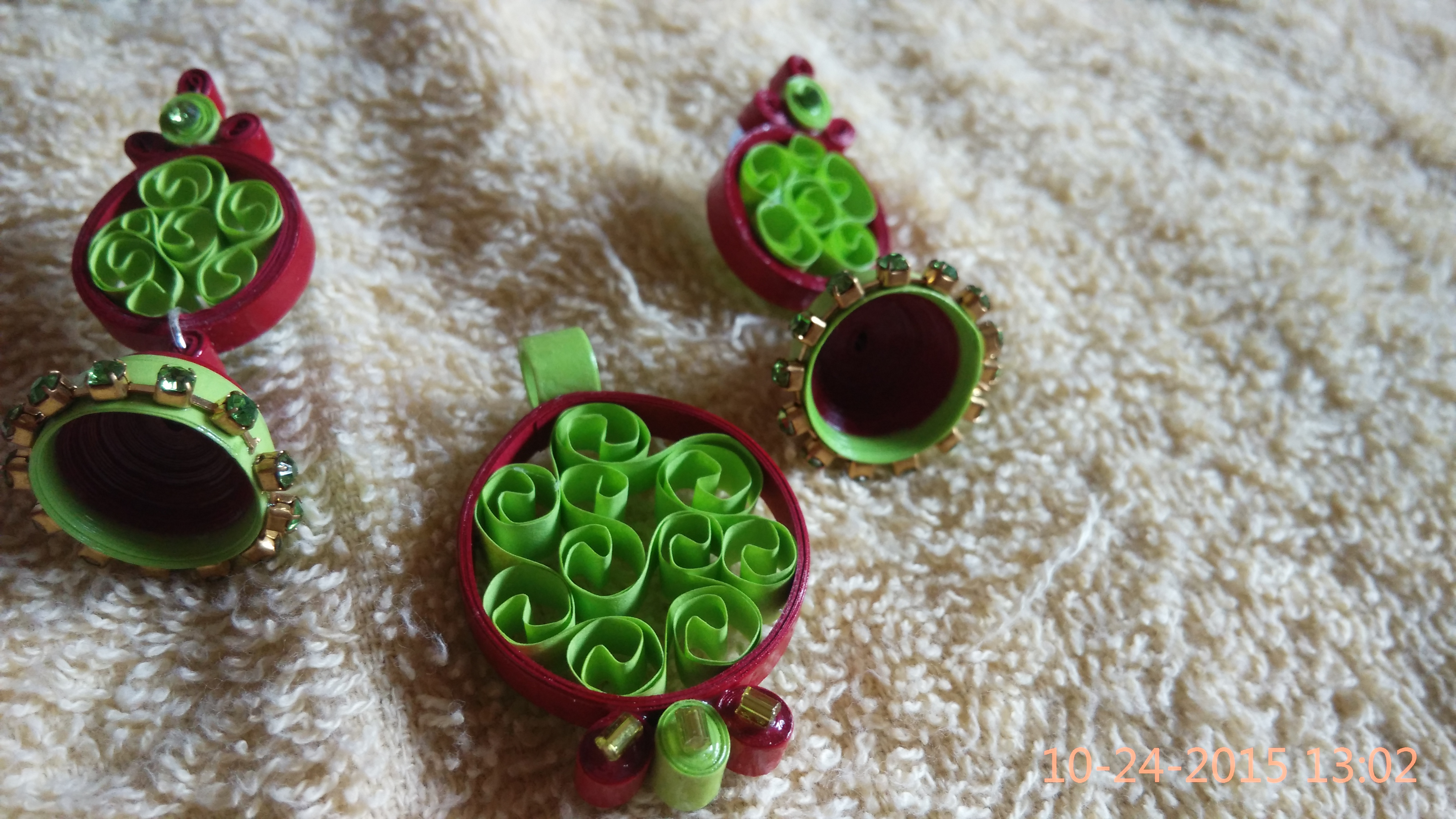 Green and maroon balis with pendant set